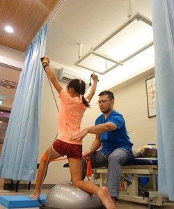 運動傷害,膝關節扭傷,腿後肌拉傷,肌肉拉傷,骨折,脫臼